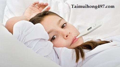 Phải làm sao khi trẻ bị sốt viêm họng kéo dài?