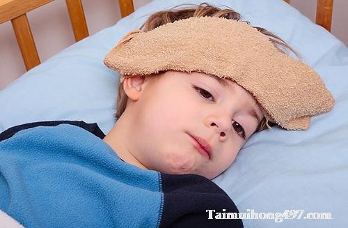 Biểu hiện trẻ bị viêm họng sốt cao